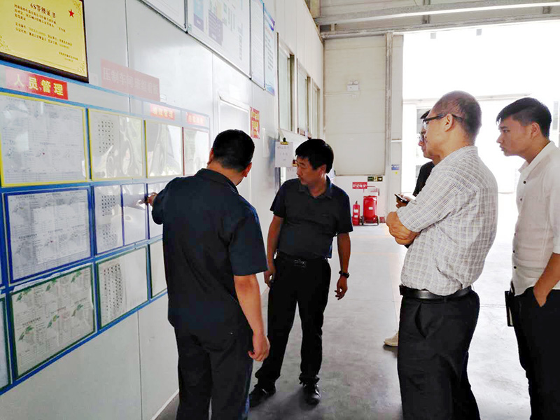 長葛市政府領導參觀德益信精益管理體驗中心